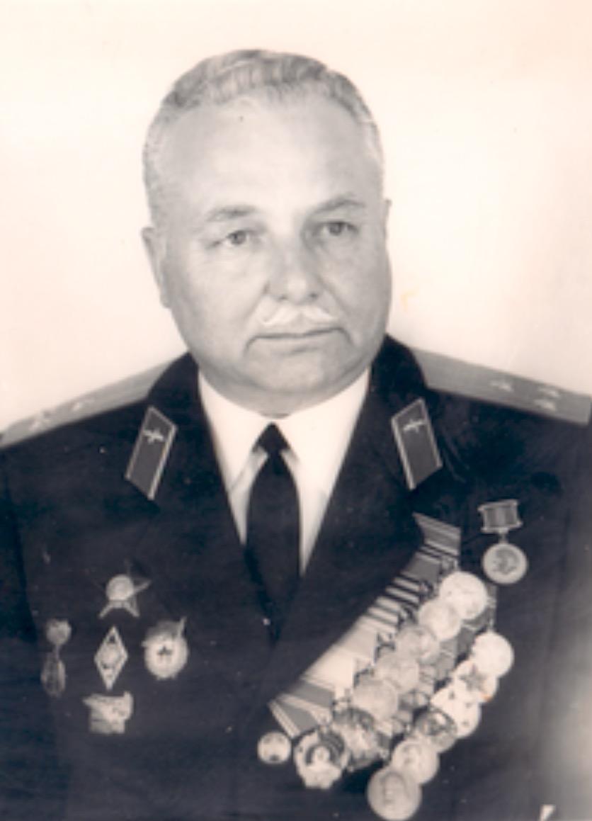 Полковник Е.С.Марков, первый командир части - кавалер ордена В.И.Ленина