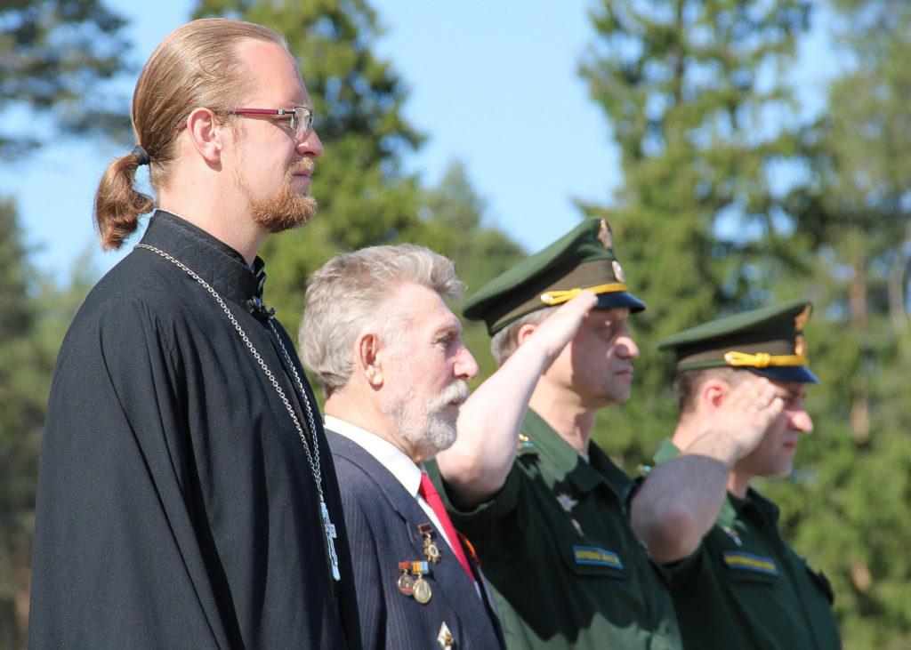 На фото: Священник Александр Лупанов, полковник в отставке Нерпин Юрий Степанович, полковник Игорь Кириллов, полковник Андрей Калюта.