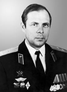 24 января 2018 года исполняется 80 лет ветерану Вооруженных Сил и Центра контроля космического пространства, полковнику в отставке Ларину Александру Николаевичу